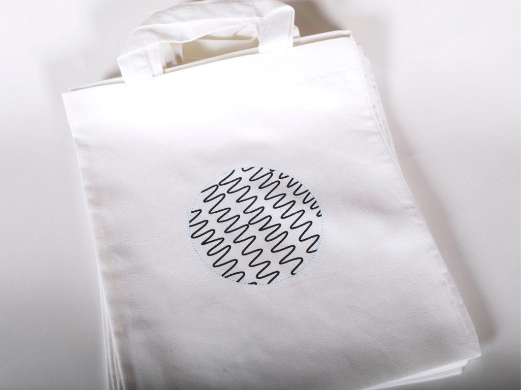 Kleine Tasche Graphic4